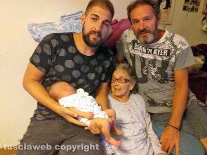 Viterbo - Antonia Gentili con il figlio e i nipoti