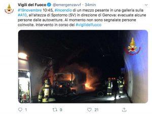 Spotorno - Il Tweet dei vigili del fuoco sul tir che brucia sull'autostrada A10