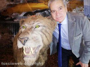 Viterbo - Il sindaco Giovanni Arena all'inaugurazione della mostra Era glaciale
