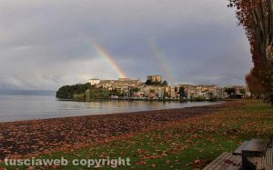 Arcobaleno sull'isola Bisentina e Capodimonte