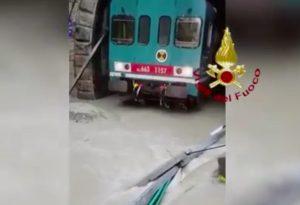 Reggio Calabria - Treno bloccato per allagamento