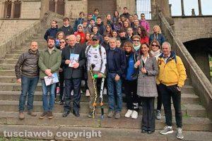 Viterbo - Tre gruppi di studenti in viaggio con l'atleta paralimpico Andrea Devicenzi