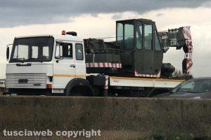 Viterbo - Camion si ribalta sulla Superstrada