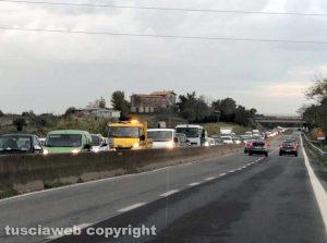 Il traffico in tilt dopo l'incidente sulla Superstrada