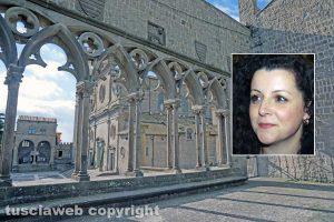 Viterbo - La loggetta di palazzo dei Papi - Nel riquadro: Chiara Frontini