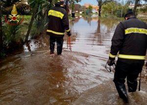Roma - Intervento dei vigili del fuoco per allagamenti