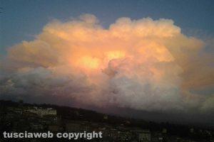 Nuvolone nel cielo sopra Caprarola