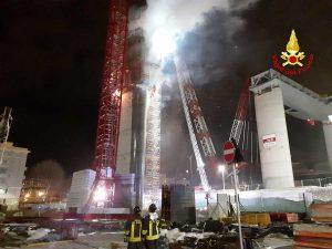 Genova - Incendio nel cantiere del nuovo ponte di Genova