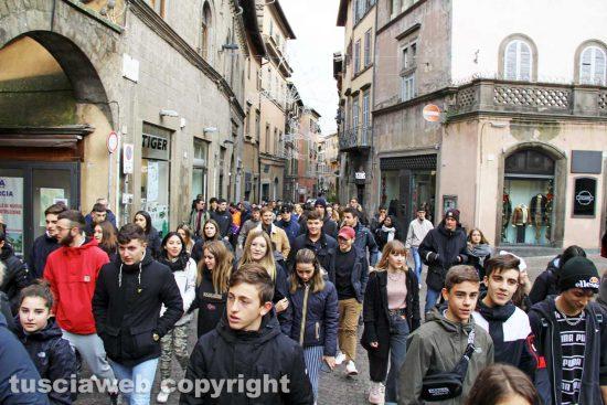Viterbo - Studenti in piazza contro Cotral