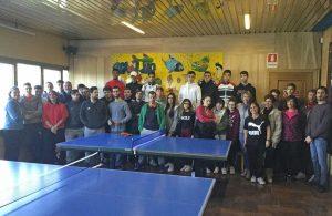 Ragazzi a scuola di bowling e tennistavolo
