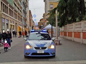 Terni - La volante della polizia di stato a Corso Tacito