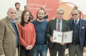 Viterbo - La consegna della targa alla memoria ai familiari di Mario Lattanzi