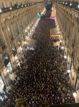 Milano - Centinaia di sindaci in marcia per Liliana Segre