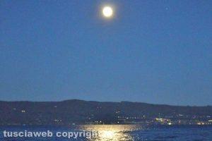 Luna piena sul lago di Bolsena