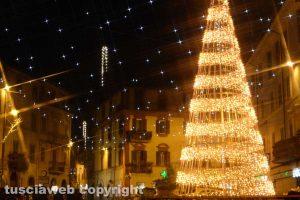 Ronciglione - Piazza Vittorio Emanuele illuminata a festa