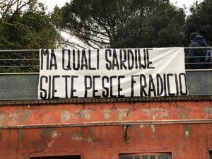 Scritta anti sardine