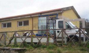 Viterbo - Nuove finestre e porte d'ingresso degli spogliatoi del campo scuola