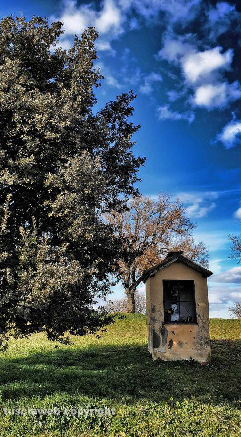 Edicola sacra nella campagna di Corchiano - Foto di Pietro Brunelli