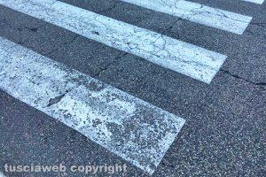 Viterbo - Le strisce pedonali all'inizio di strada Cimina