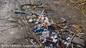 Montefiascone - I rifiuti abbandonati nella valle del lago
