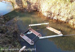 Montefiascone - Il sistema per raccogliere rifiuti sul lago di Bolsena