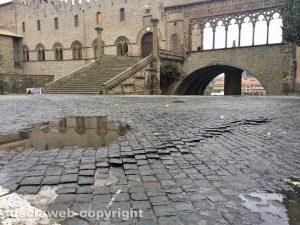 Viterbo - Pavimentazione deformata a piazza San Lorenzo
