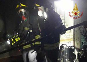 Padova - Abitazione in fiamme - L'intervento dei vigili del fuoco