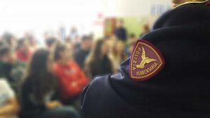 La polizia all'incontro nella scuola