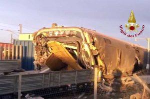 Il treno deragliato nel Lodigiano