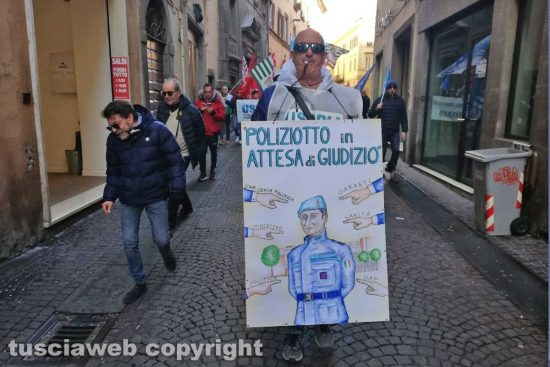 Viterbo - La manifestazione della polizia penitenziaria di Mammagialla
