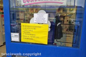 """Montefiascone - Il cartello """"Amuchina, alcol e mascherine sono terminate"""""""