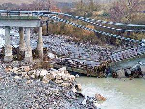 Crollato il ponte sulla Cassia a Radicofani