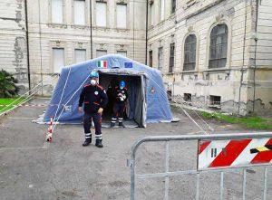 Tarquinia - Tenda pretriage fuori dall'ospedale