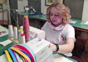 Ronciglione - Le tshirt arcobaleno di un negozio di Ronciglione
