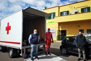 Viterbo - Campagna amica dona prodotti a Croce rossa e Caritas