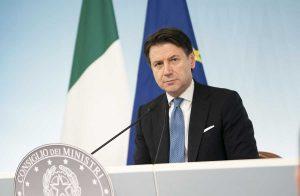 il premier Giuseppe Conte alla conferenza sui nuovi provvedimenti sul Coronavirus