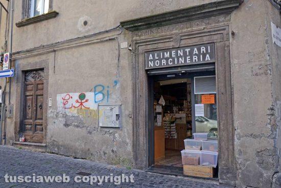 Gli alimentari Gasparini di via Mazzini
