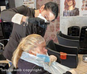 Emergenza Coronavirus - Parrucchieri al lavoro