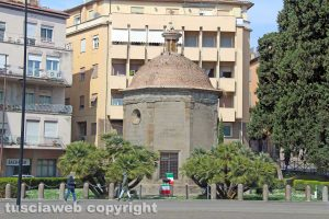 Viterbo - Il monumento ai Caduti