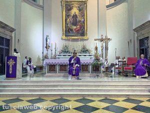 Il vescovo Lino Fumagalli in una celebrazione nella basilica di santa Rosa