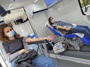 Tarquinia - Avis - Mamma e figlia donatrici di sangue in azione