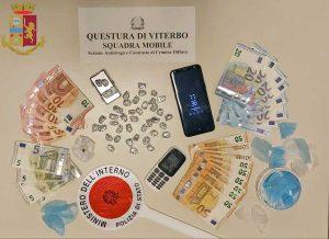 Polizia - La droga e i contanti sequestrati al 32enne