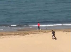 Pescara - Runner in spiaggia scappa al controllo di un carabiniere