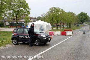 Giove - Il posto di blocco dei carabinieri all'ingresso della zona rossa