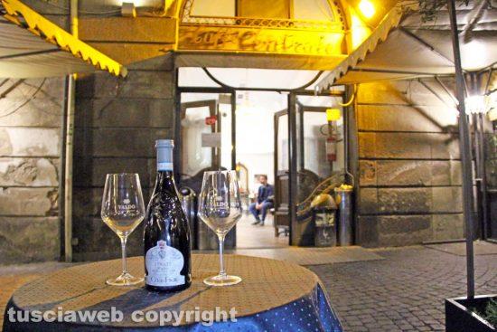 Viterbo - Un bar che ha aderito a Risorgiamo Italia