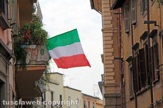 Una bandiera vicino Porta romana
