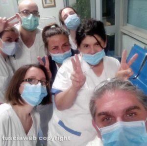 Gli infermieri del reparto di medicina generale Covid-19 di Belcolle