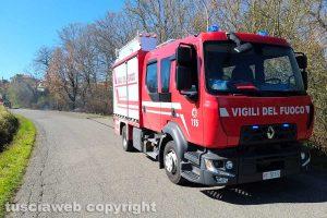 Montefiascone - L'incendio di sterpaglie in via Cevoli