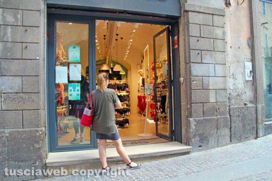 Viterbo - Un negozio in centro