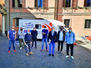 Viterbo - Avis - Autoemoteca a piazza del Comune - Il sindaco Arena con alcuni consiglieri